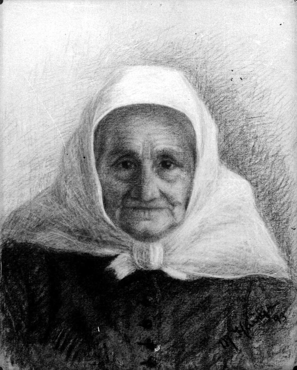 Fotografi av en tegning av en eldre kvinne. Tegneren har signert med M Hauge og er fra 1893