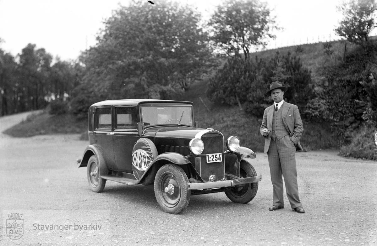 Opel bil, Kvia, Sandnes.Ved Vålandsborgen .Våland