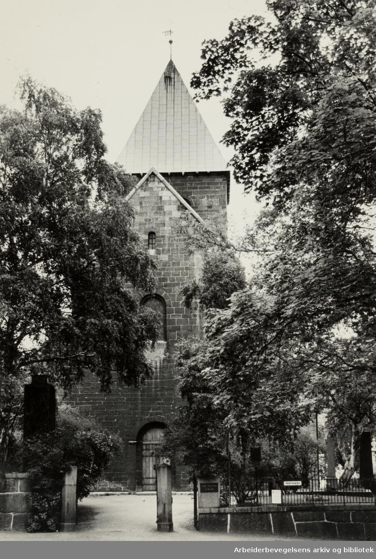 Gamle Aker kirke. Juli 1983