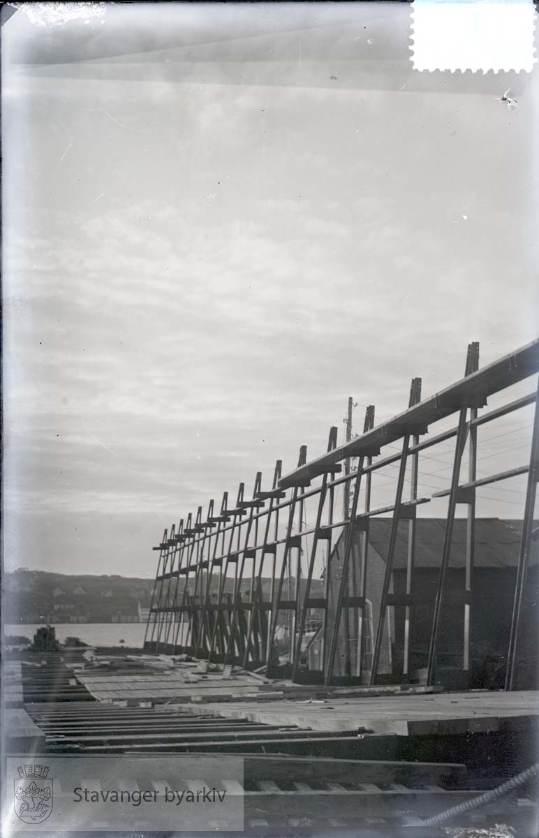 Rosenberg Mekaniske Verksted.Buøy...Merket no 16