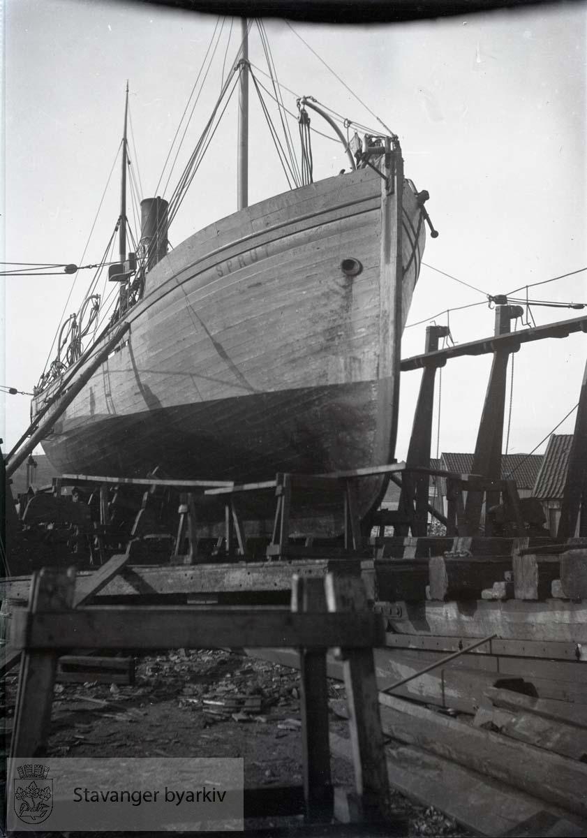 Skipet Sprut.Rosenberg Mekaniske Verksted i Sandvigå