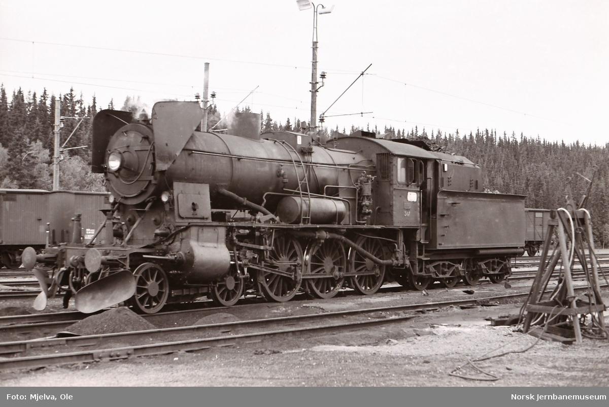 Damplokomotiv type 30b nr. 347 på Eina stasjon.