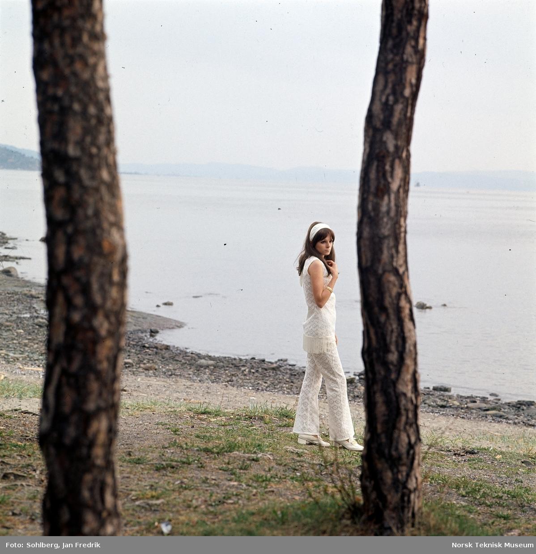 Motefotografi av en kvinne på en strand.
