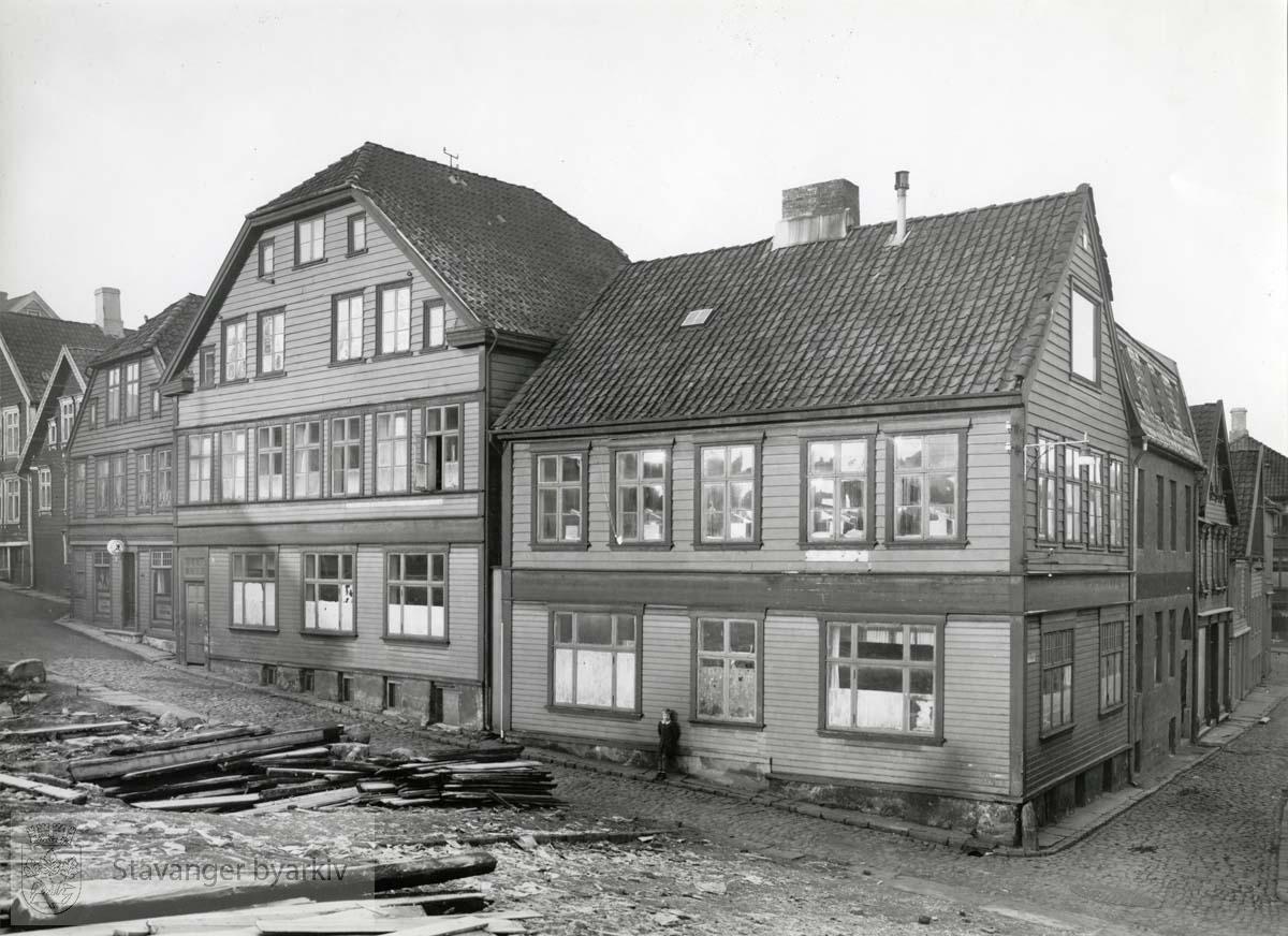 Sett fra kinotomten på Sølvberget. Steinkargaten 6 og 8 helt til venstre. Bakkegaten inn til høyre.