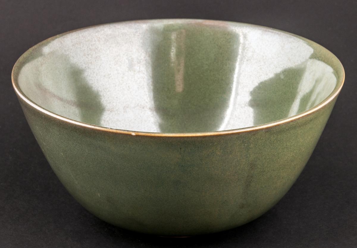 Skål, grönskimrande, Modell AN Percy.