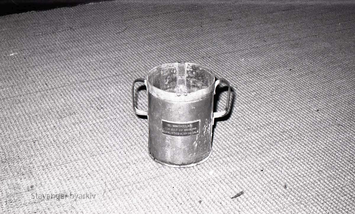 I handelsforeningen:.Kontrollmål for sild og brisling, 5 liter
