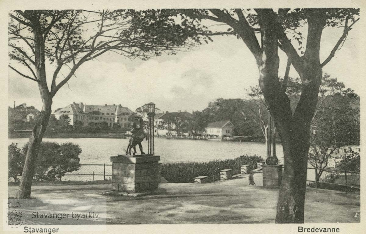 "Byparken..Promenadeveien, ""Gutten og bukken"""