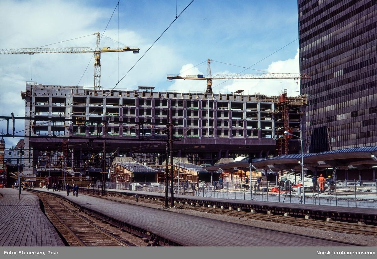 Oslo Sentralstasjon under bygging.