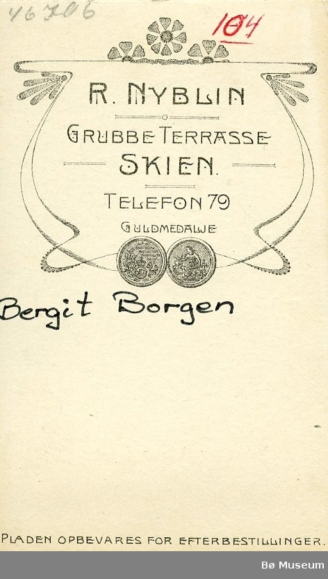 Visittkortfoto av Bergit Borgen