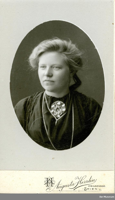 Portrettfoto av Dorte Hellekås