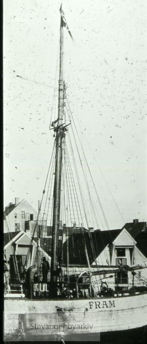 """Stavanger var ekspedisjonens første havn i Norge. Ekspedisjonen hadde vart i fire år. """"Fram"""" lå i Stavanger fra lørdag 19. til mandag kveld, 22. september 1902. ...Seilbåt.Seilskute.Seilskip"""