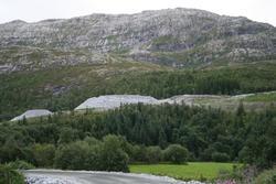 Leirfjord, Leira, Toventunelen. Depoet for stein fra Toventu