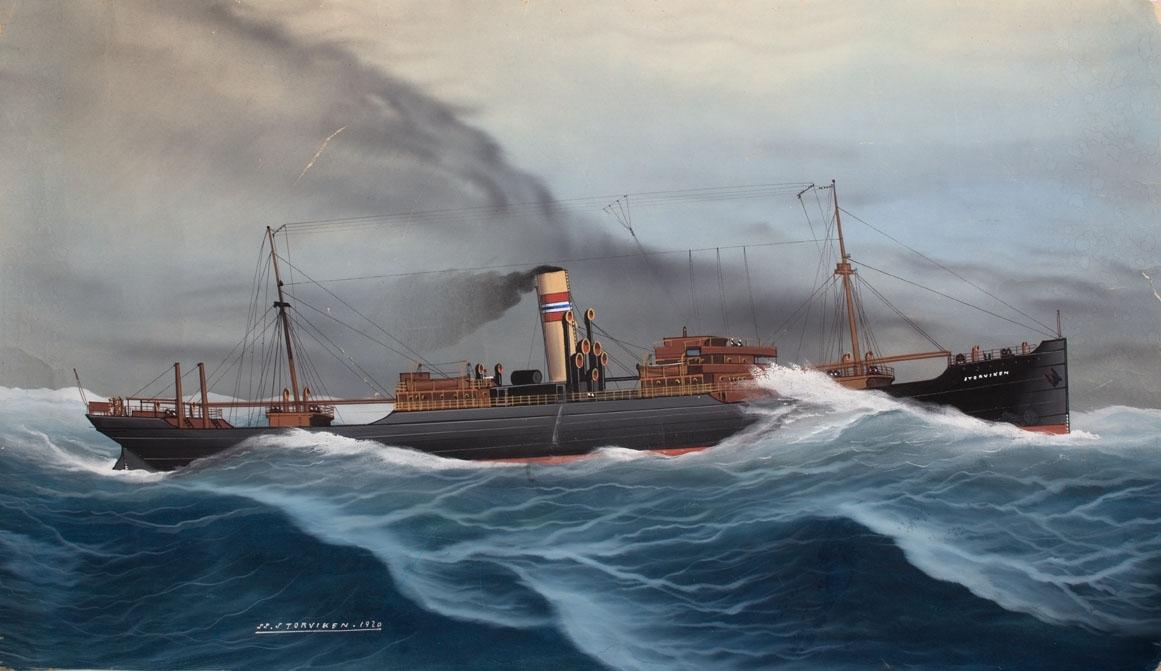 Skipsportrett av DS STORVIKEN under fart i grov sjø med skorsteinsmerke til rederiet Wallem & Co. i Bergen. Fører ingen flagg eller vimpler