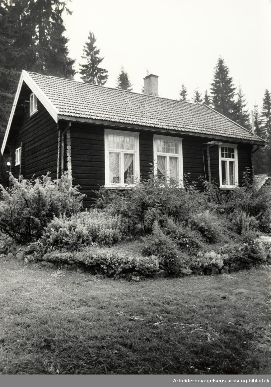 Hakloa skole, på Bjørnholt i Nordmarka. Vaktmesterbolig. 27. august 1988