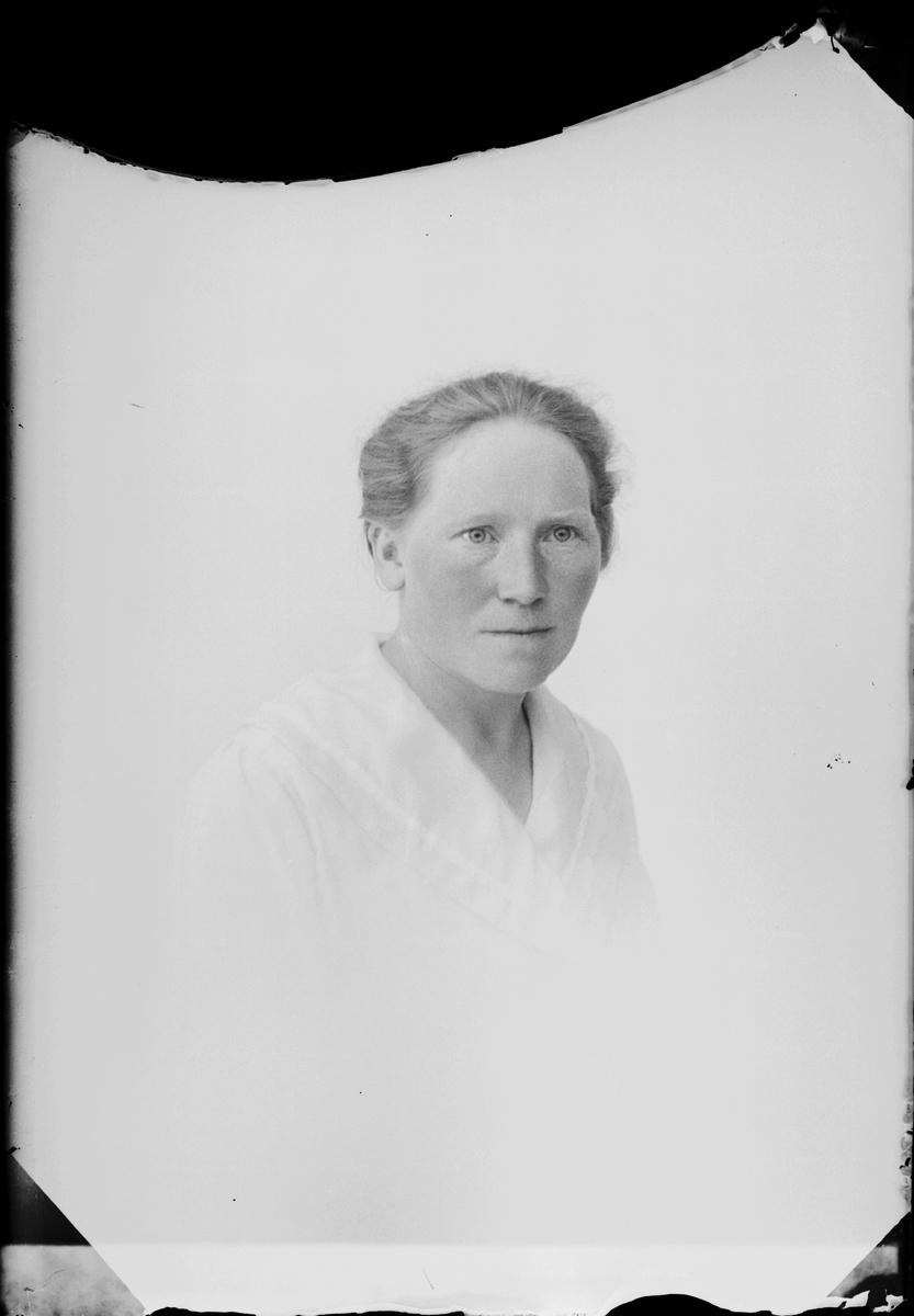 Kvinna, Östhammar, Uppland
