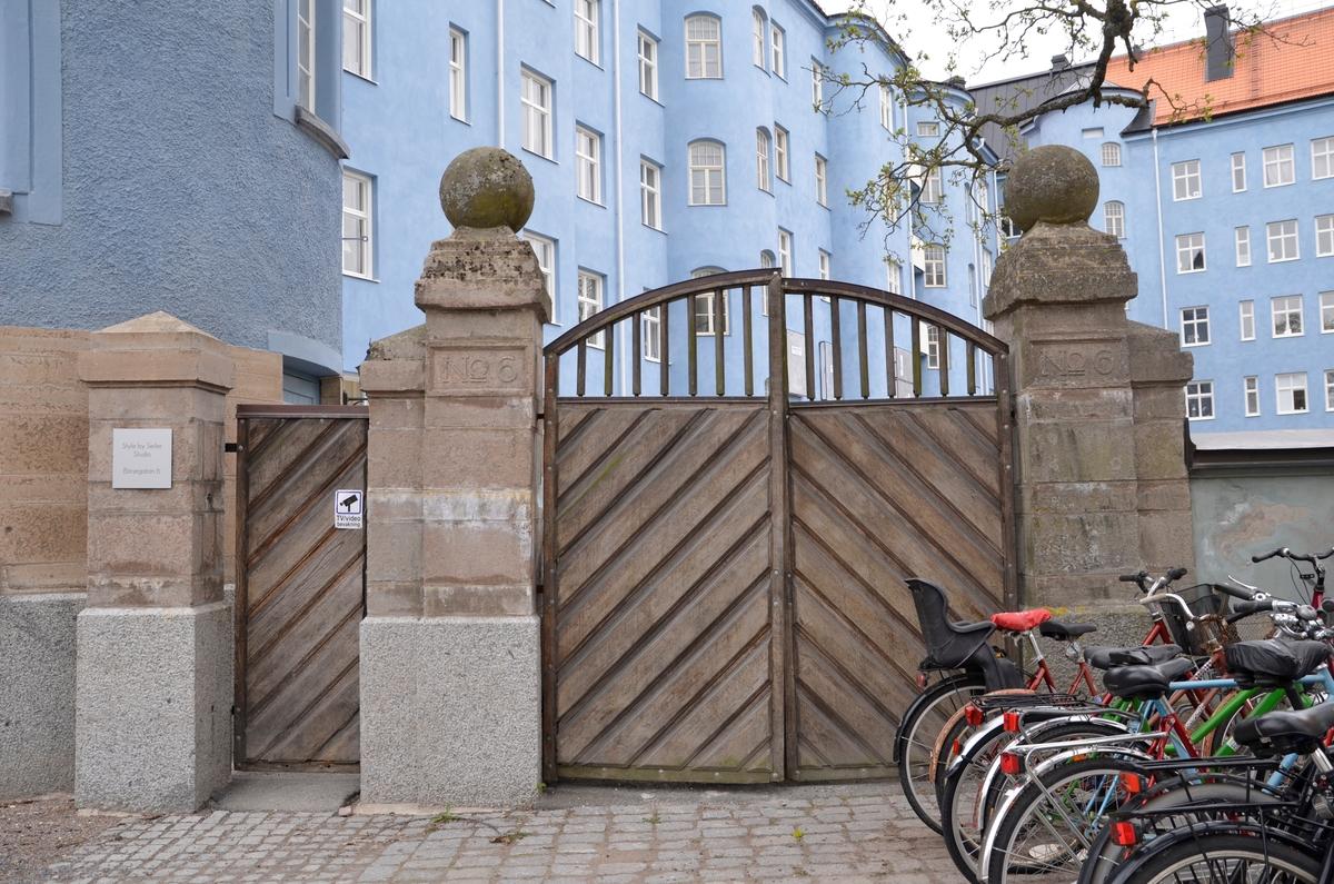 Antikvarisk besiktning, gånggrind och körgrind i muren mot Börjegatan, kvartet Glunten, Uppsala 2018