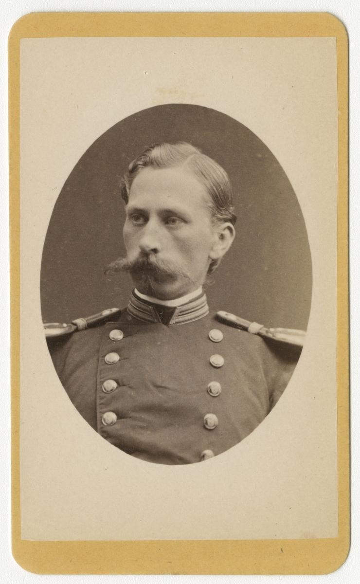 Porträtt av Carl Amandus Hallin, officer vid Skaraborgs regemente I 9.  Se även bild AMA.0006718, AMA.0007588 och AMA.0007592.
