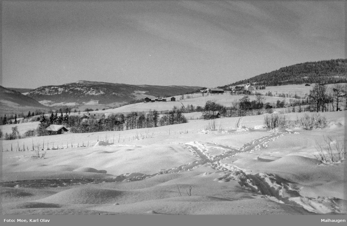 Gausdal, Follebu. Oversiktsbilde mot Follebu kirke. Vinter.