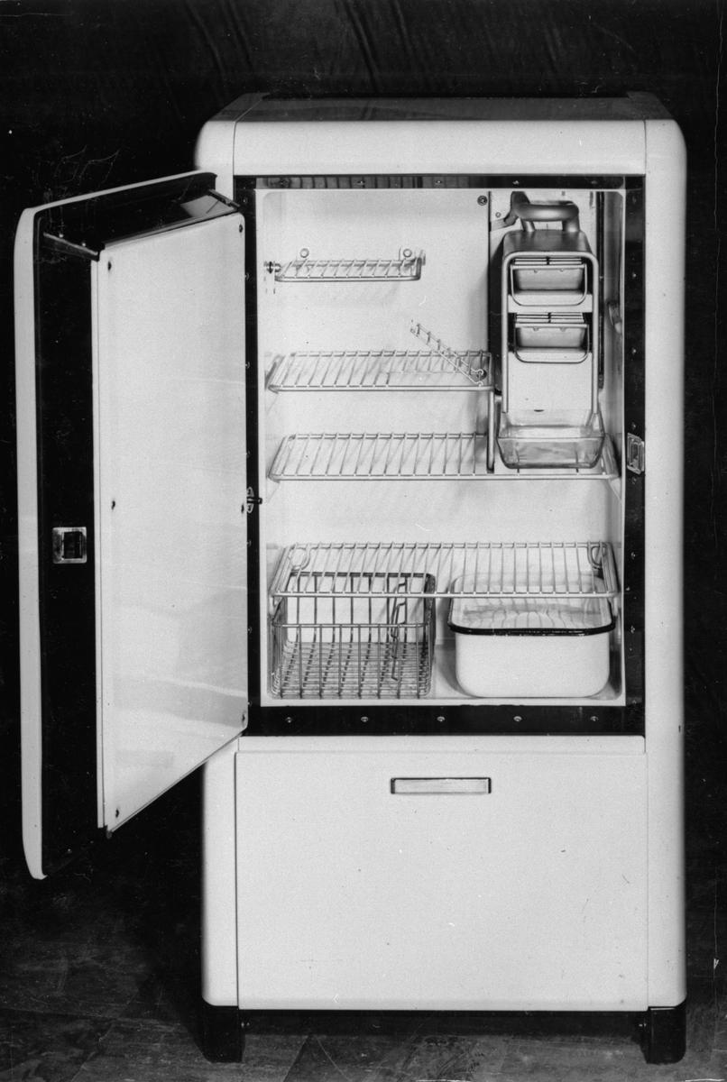 3 kbft kylskåp (L 303) ersätter L 300. Interiör. I produktion 1950.