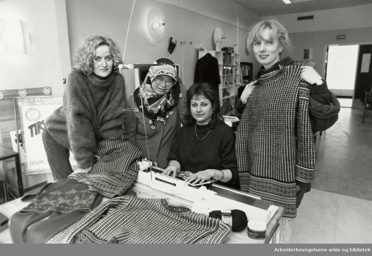 Holmlia. Holmliagenseren. Fra v.: Mirella Flood, Kadriye Tanatar, Nuzhat Ara og Ane-Helen Stang. 17. mars 1992