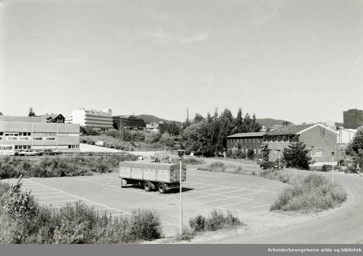 Hovin. Strøket ved Gamle Hovin teglverk som ble revet i 1960-årene. Juli 1993