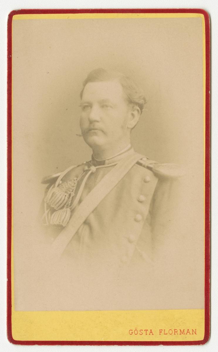 Porträtt av Carl Gustaf Theodor Bennet, ryttmästare vid Skånska dragonregementet K 6.  Se även bild AMA.0009415 och AMA.0021623.
