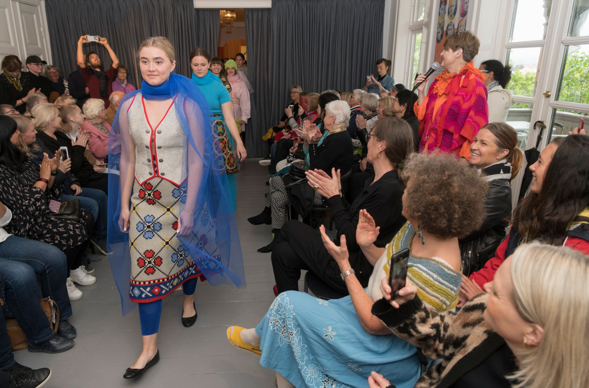 Makeløs designs - blå kjole (Foto/Photo)