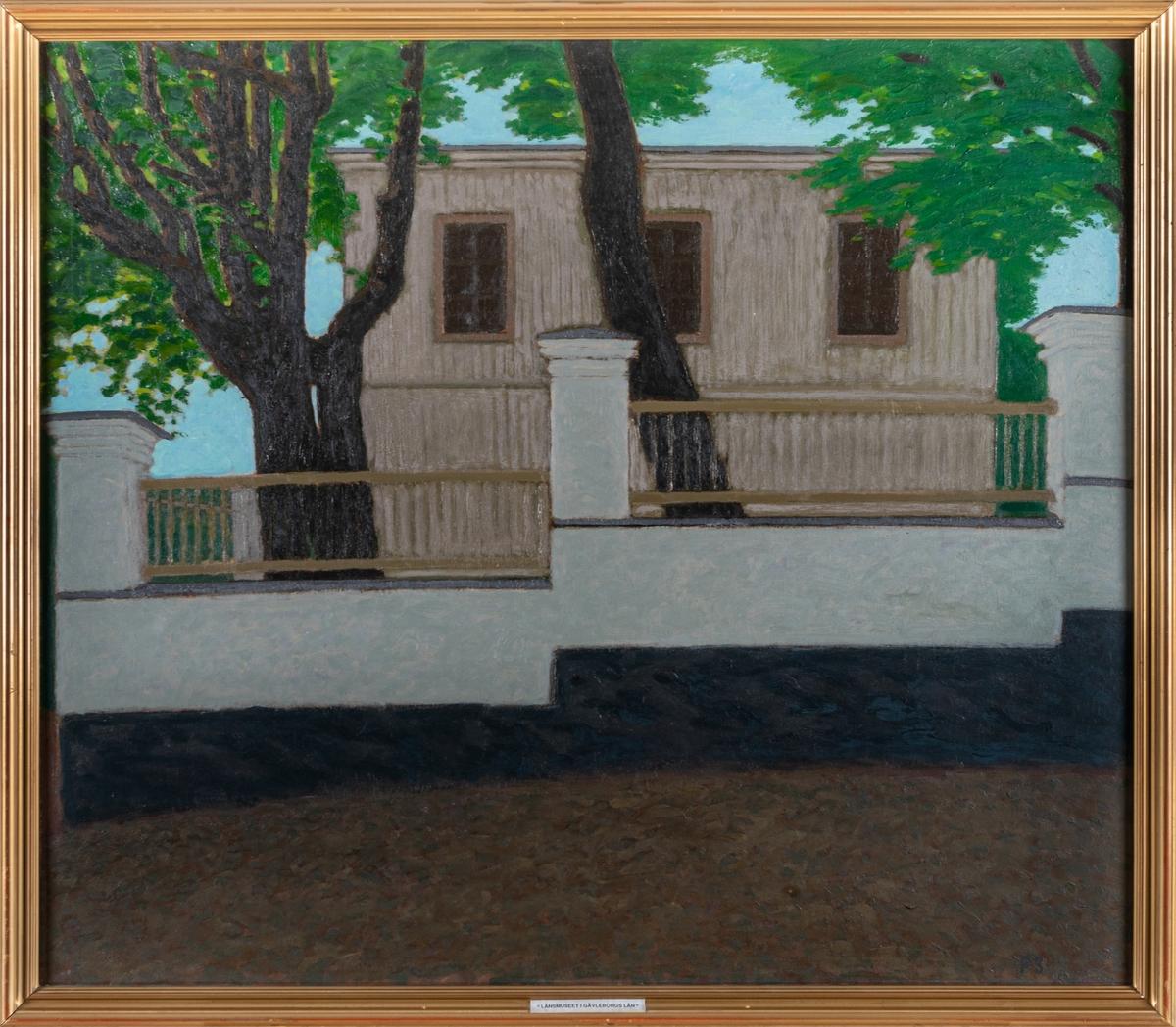 """Oljemålning, """"Gammalt borgarhus i Gefle"""" föreställande Berrggrenska gården  vid N. Strandgatan, återger husets Ö. gavel (N. Strandgatan 13) i Gävle. Profilerad, smal ram."""