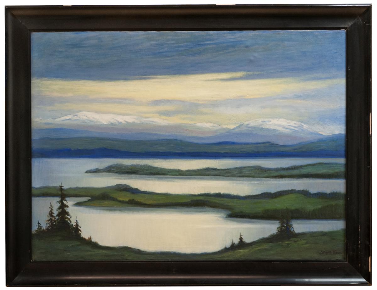 """Oljemålning på duk, """"Norrländskt landskap"""" av Svante Kede. Svart ram."""
