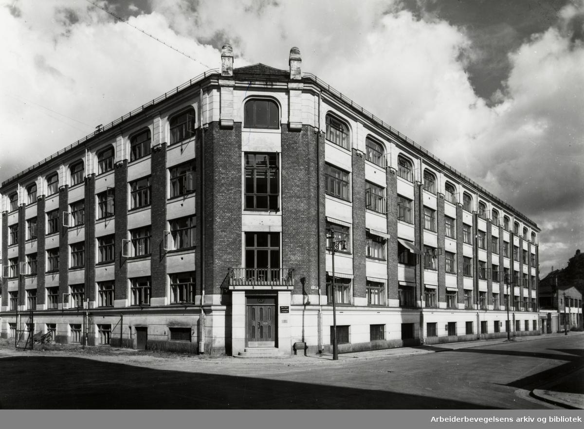 A/S Jordan Børste og Penselfabrikk i Waldemar Thranes gate 75. Hovedfabrikken. August 1962