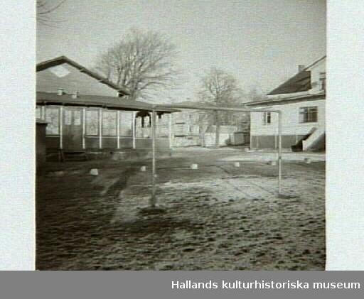 """""""Restaurang Gillet, kv Trädgården 6, och biljarden skall rivas för Kooperativa Domus."""" Artikel i samband med bilderna publicerad i Varbergs Tidning 1959-02-06."""