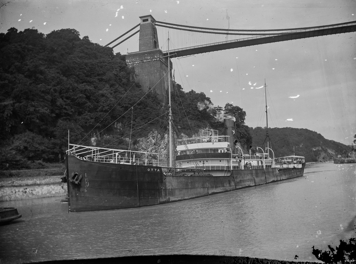 D/S 'Otta' (b.1899) ved Clifton suspension bridge.