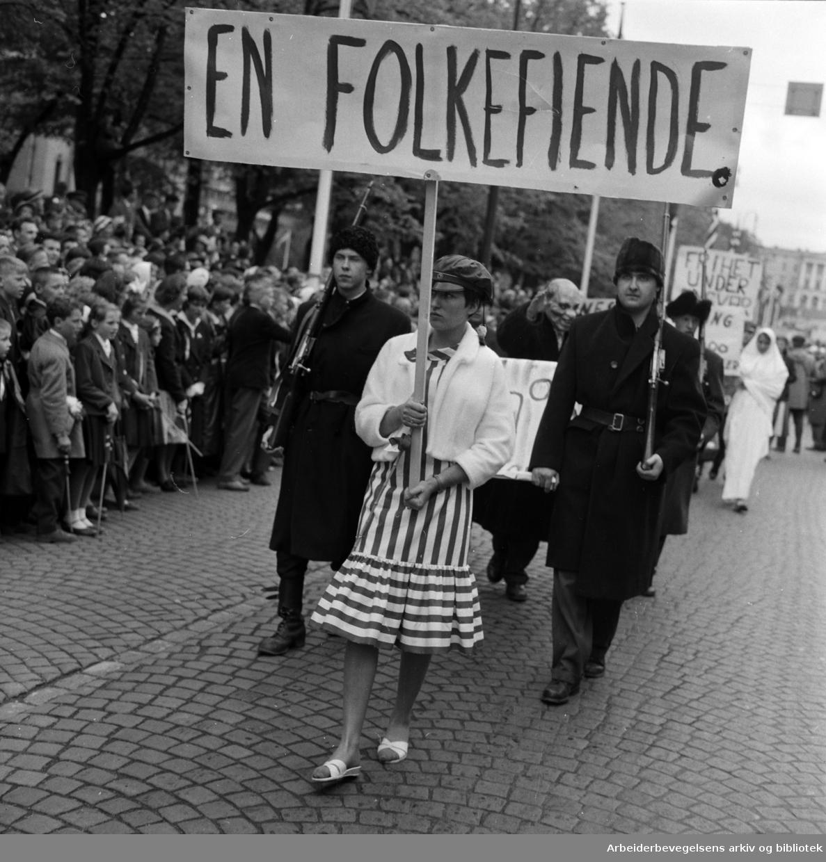 Russefeiring. Tilskuere. Russetoget, 17. mai 1959.