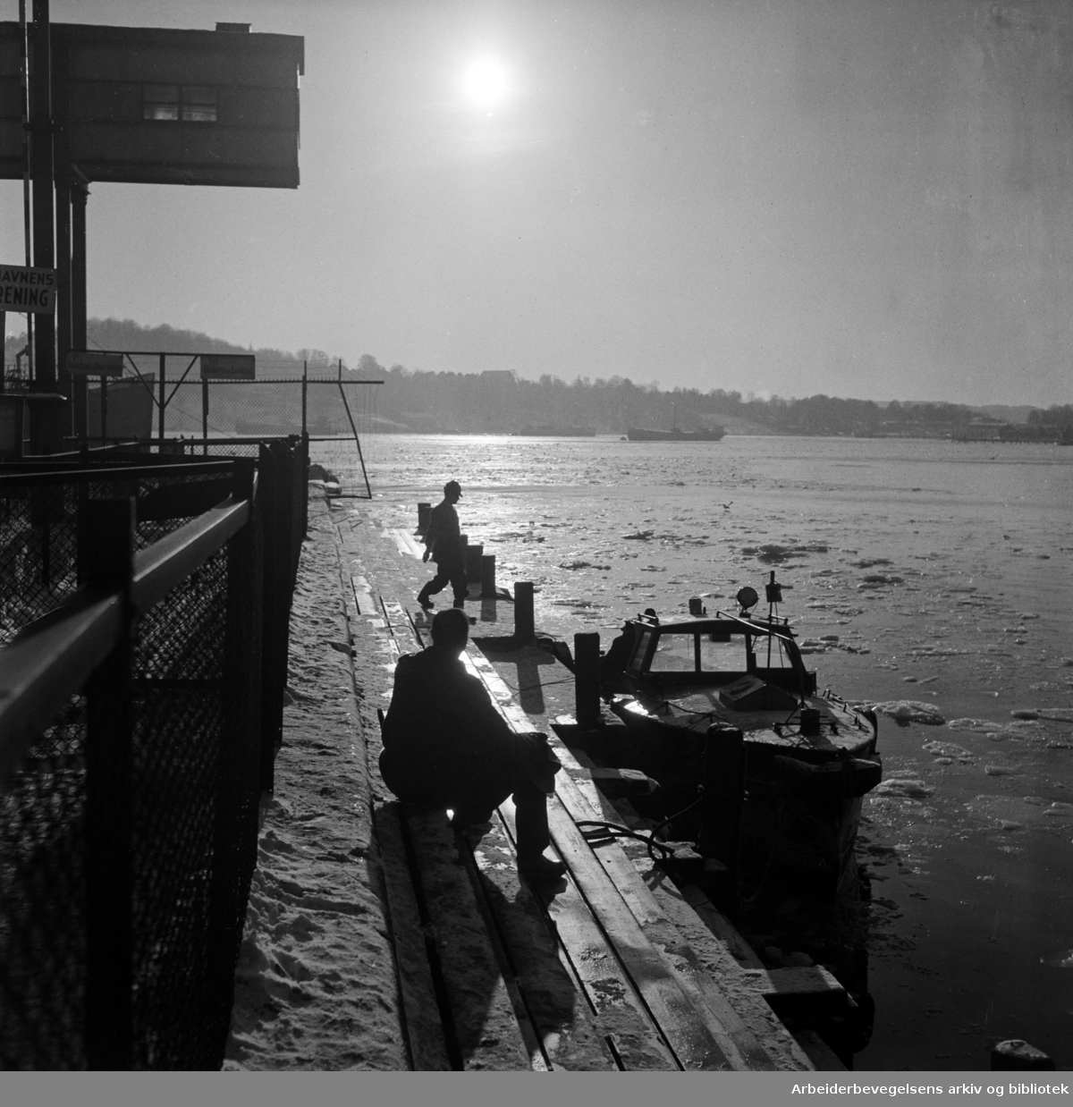 Vinterstemning på Oslo havn. Mars 1954..