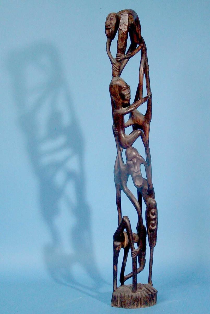 Menneskefigurer med bein og armer i akrobatisk trapes.