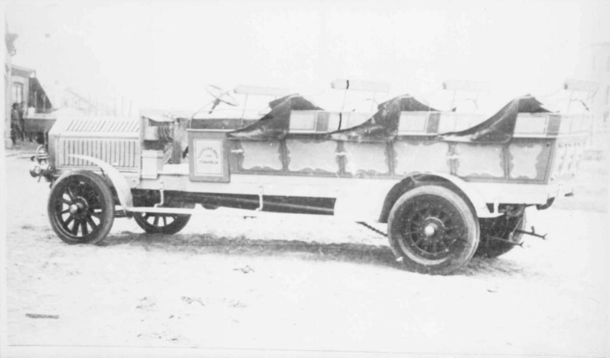 Tidaholm , kombinert person- og lastebil, eier J. Klaape