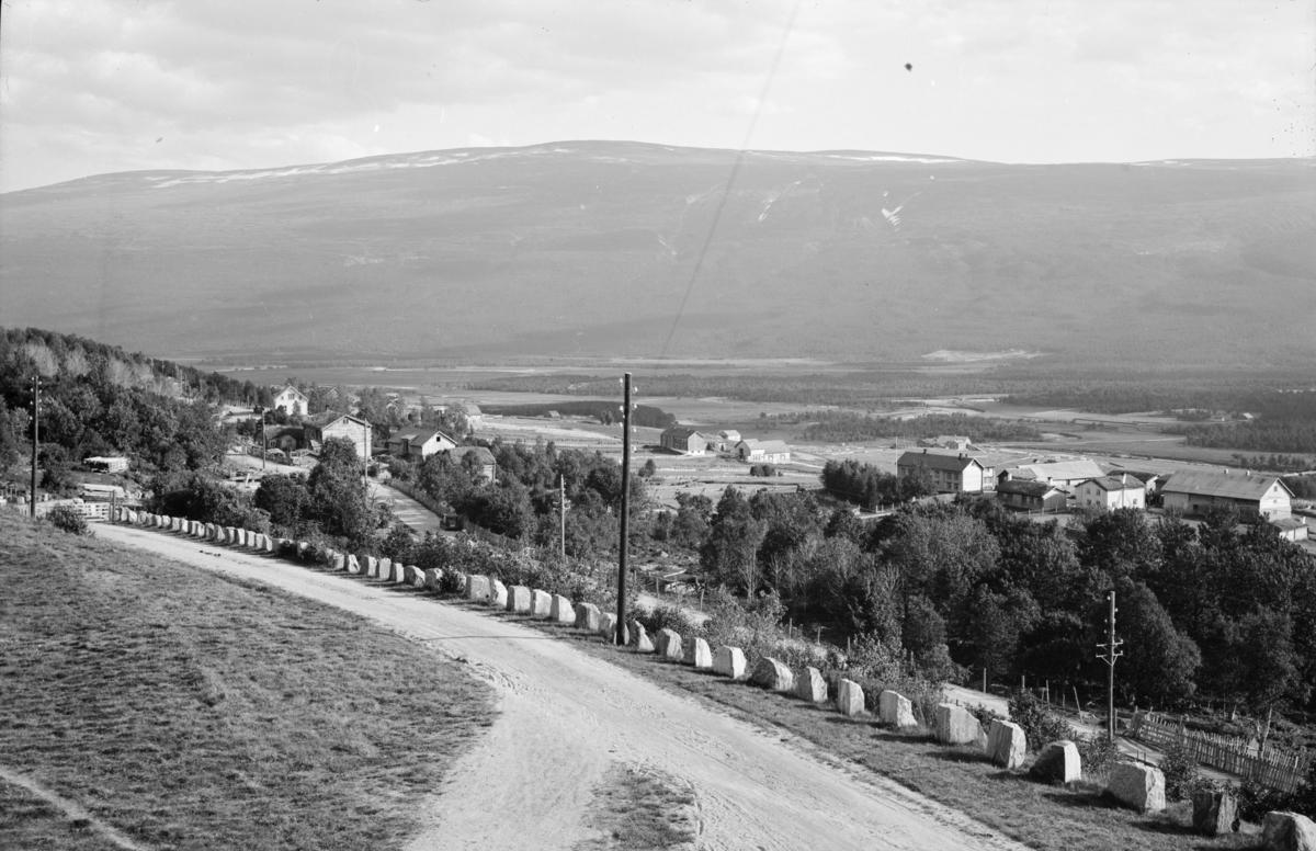 Utsyn mot Hosetgardane på Lesja. Sett fra stasjonen.