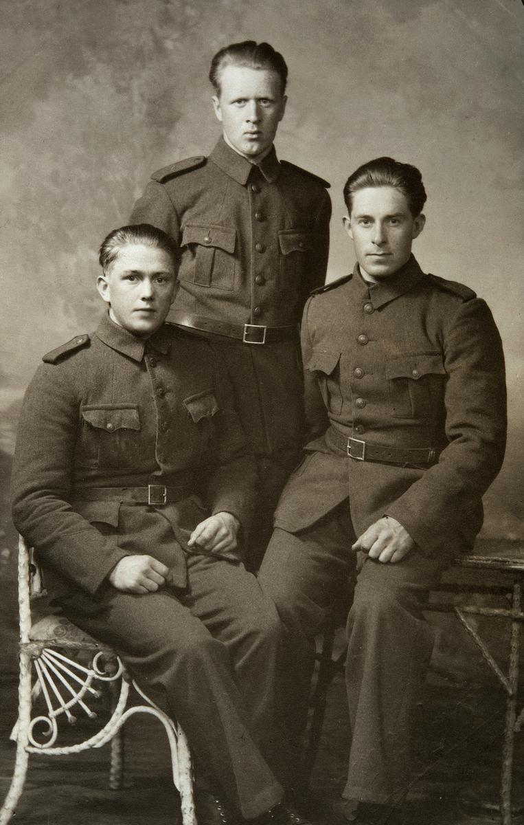 Gruppe 3. militære, Gardermoen. F.v. Adolf Emilsen, Øivind Furulund, Håkon Holen.