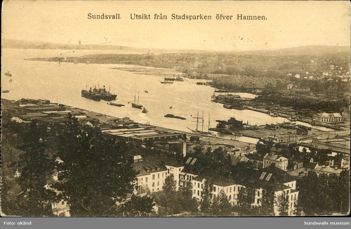 Vykort över hamnen och hamnplanen i Sundsvall.