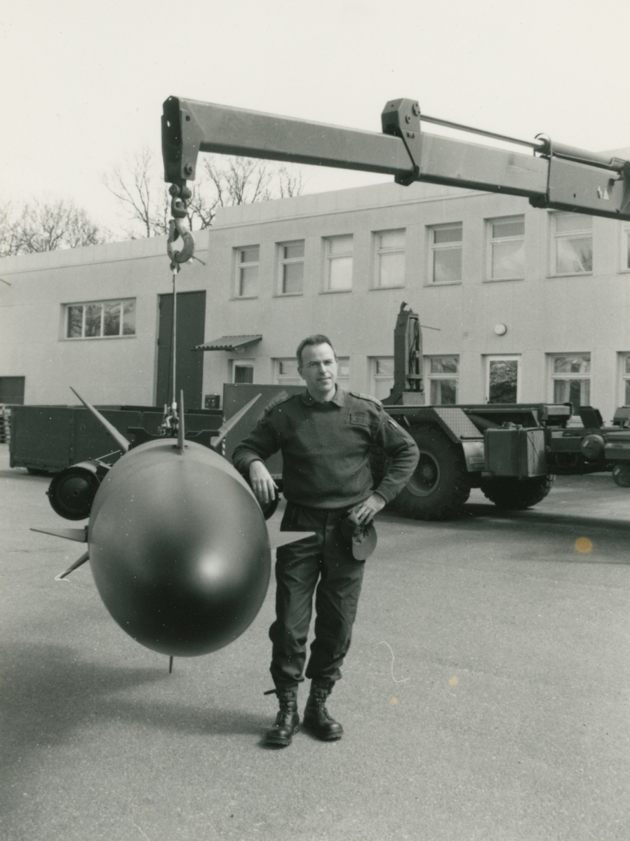 Robot 15 i lyftkran. Kapten Pär Magnusson KA2 Robotskolan Rosenholm