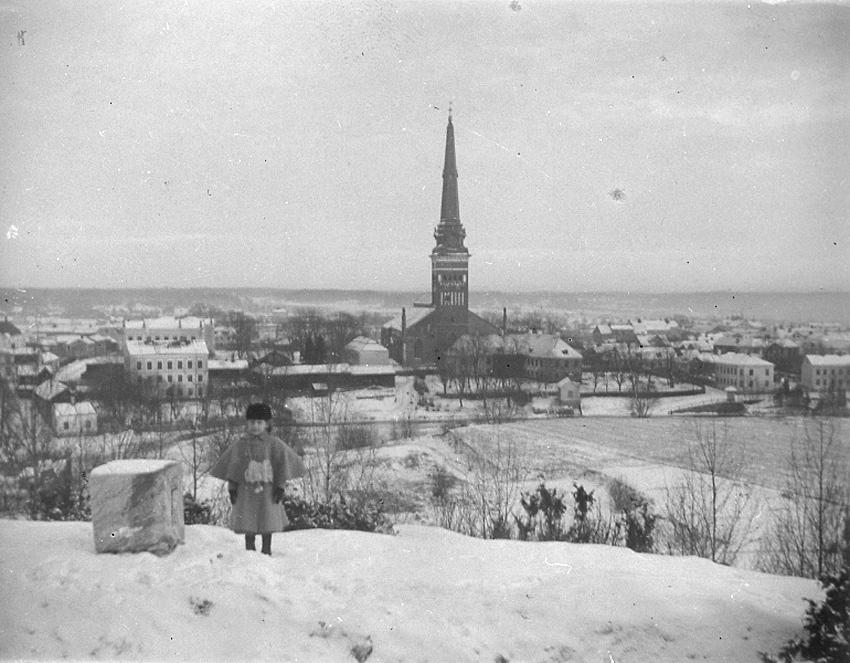 Nanna Swartz och utsikt från Djäkneberget mot öster, Västerås.