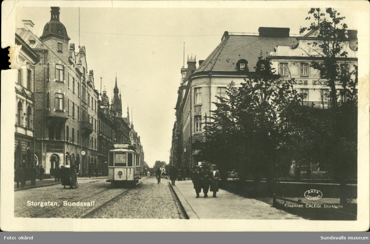 Vykort med motiv över Storgatan i Sundsvall.