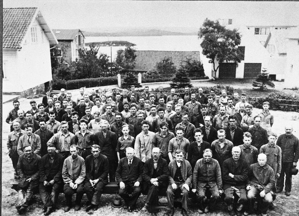 Arbeidarane ved Kvernelands fabrikk i 1937.