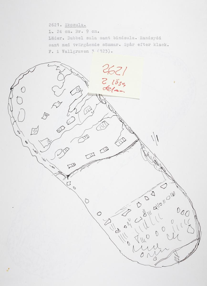 Flerdubbel skosula av läder, samt bindsula. Randsydd samt med tvärgående sömmar. Spår efter klack.