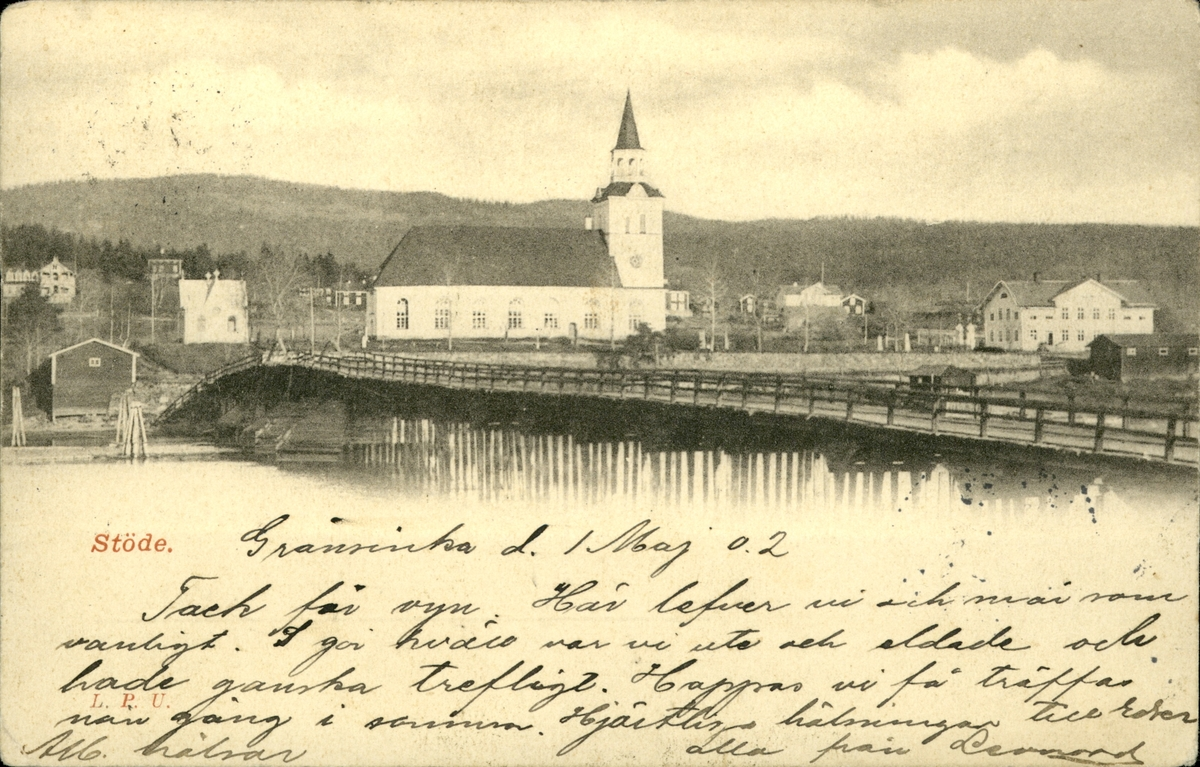 Vykort med motiv av bron över sjön och kyrkan i Stöde.