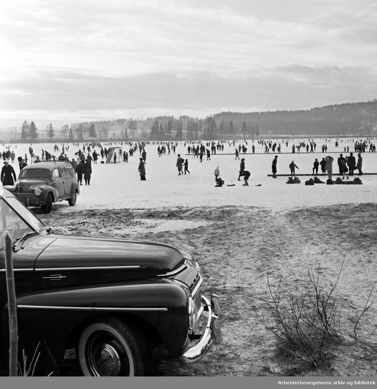Skøyteis på Bogstadvannet. Desember 1957.