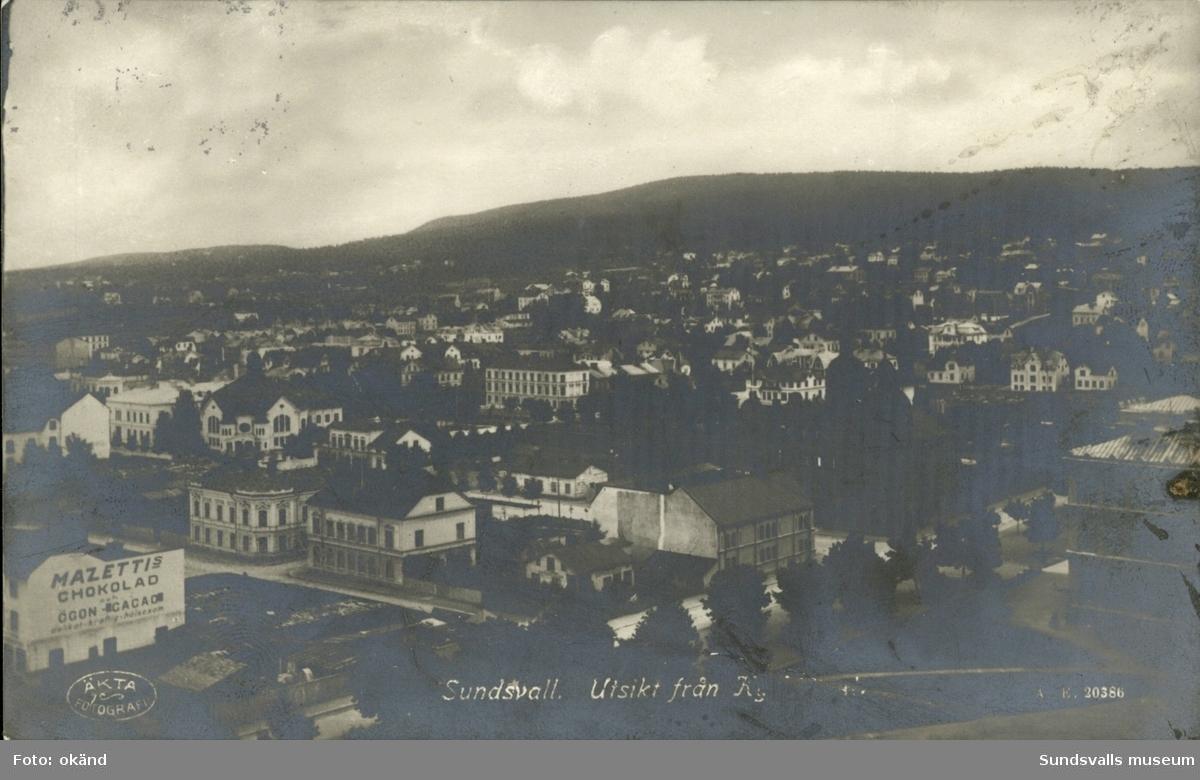 Vykort med motiv över Sundsvall sett från Gustav Adolfs kyrktorn.