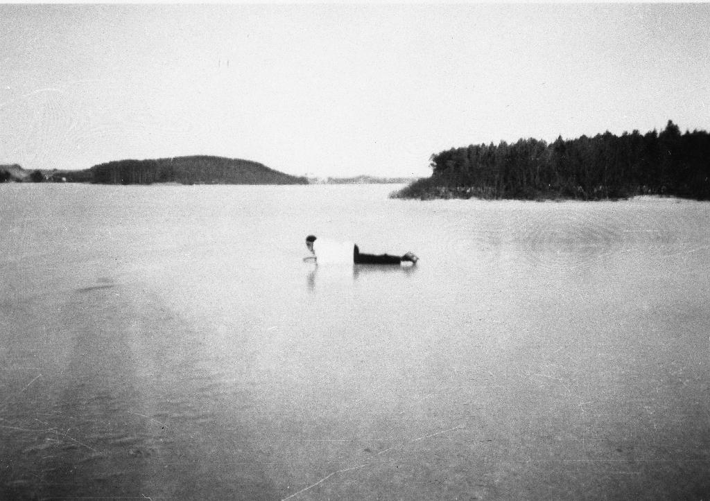 Frøylandsvatnet med Sandtangen til høgre.