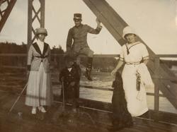 Gruppbild på bron.