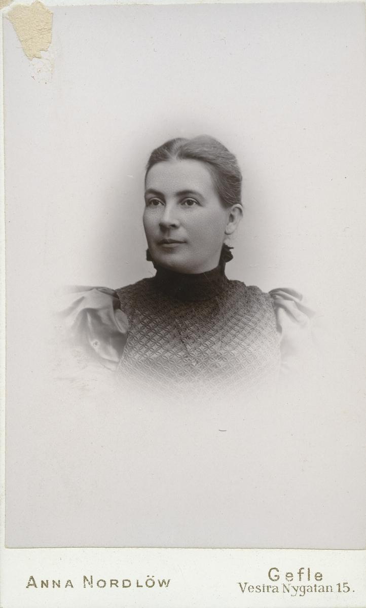 Fru Sigrid Hultman.